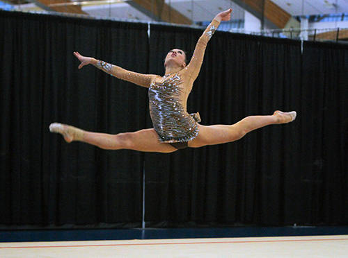 Whelan wins first senior Elite Canada rhythmic gymnastics title